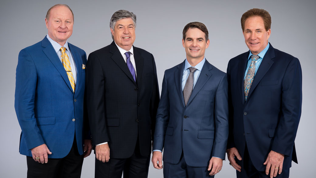 Larry McReynolds, Mike Joy, Jeff Gordon & Darrell Waltrip