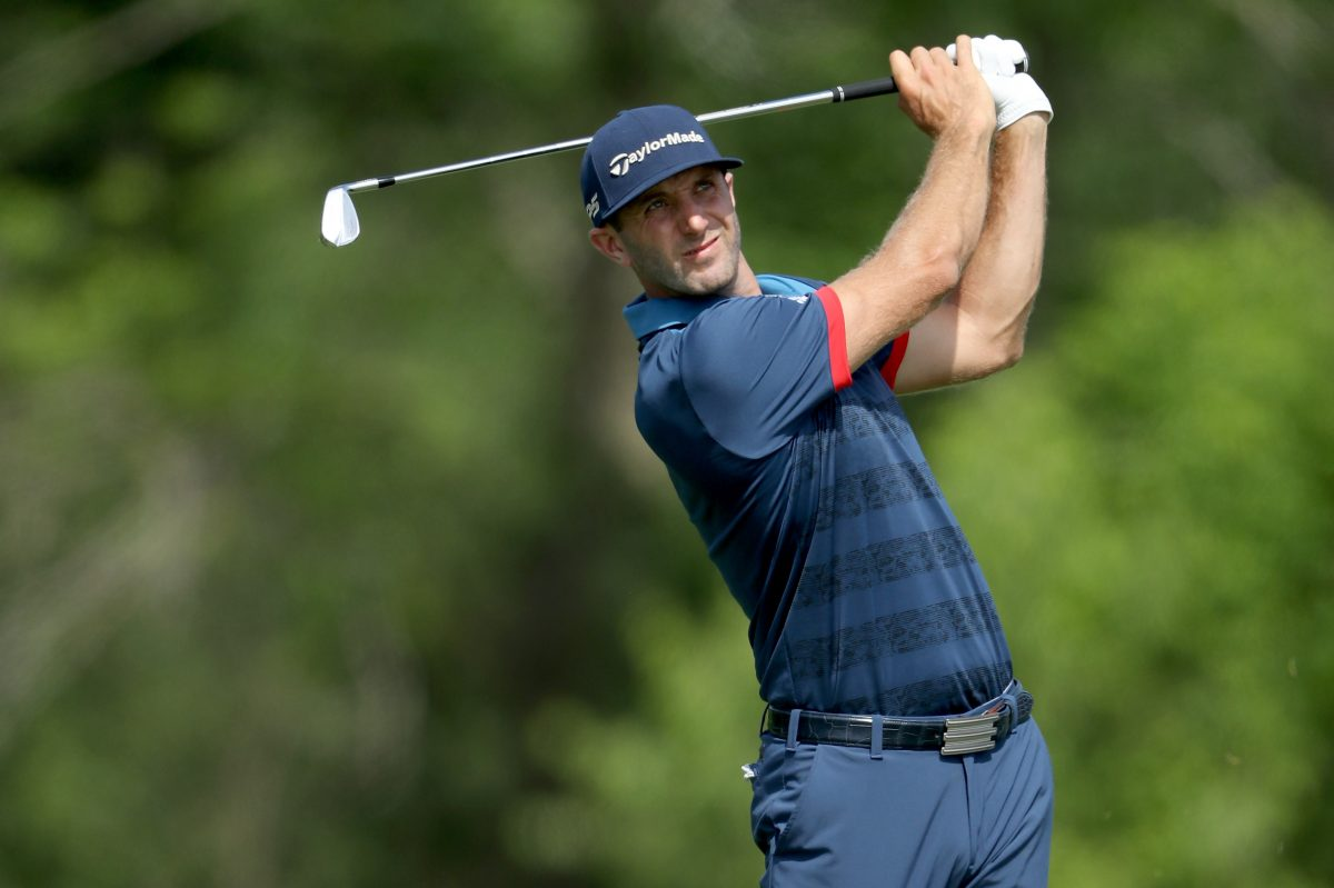 HARTFORD, WI - JUNE 15:  Dustin Johnson of the United States plays his tee shot on the par 3, 16th hole during the first round of the 117th US Open Championship at Erin Hills on June 15, 2017 in Hartford, Wisconsin.  (Photo by David Cannon/Getty Images)