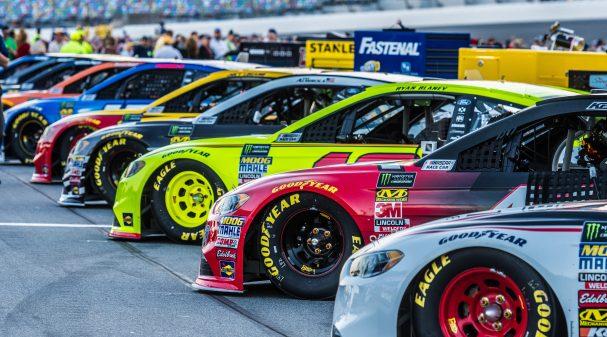 NASCAR-Cars_1040x585