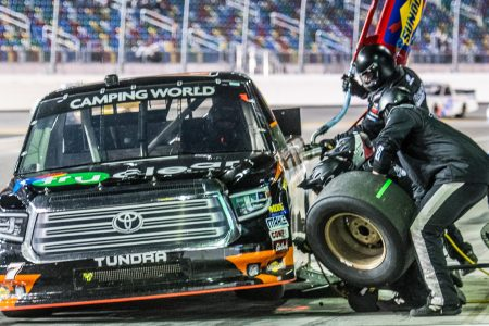 NASCAR-Camping-World-Truck-Series_1040x585