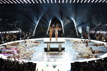 Jennifer-Lopez-and-Shakira_Halftime-Performance_1040x585