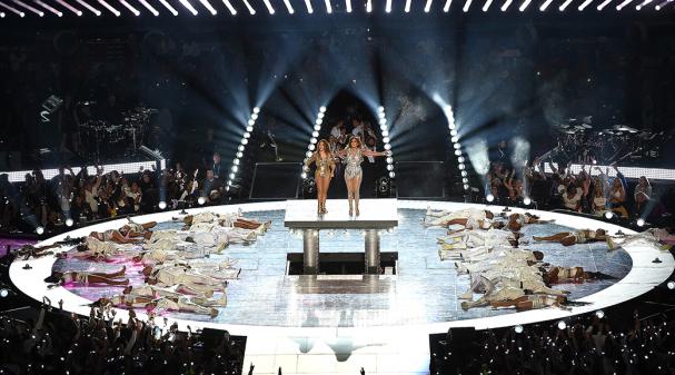 Jennifer-Lopez-and-Shakira_Halftime-Performance_1040x585