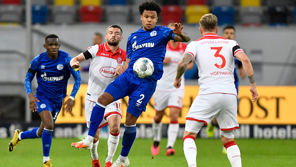 DUESSELDORF, GERMANY - MAY 27: Weston McKennie of FC Schalke 04 is challenged by Andre Hoffman of Fortuna Duesseldorf during the Bundesliga match between Fortuna Duesseldorf and FC Schalke 04 at Merkur Spiel-Arena on May 27, 2020 in Duesseldorf, Germany. (Photo by Martin Meissner/Pool via Getty Images)