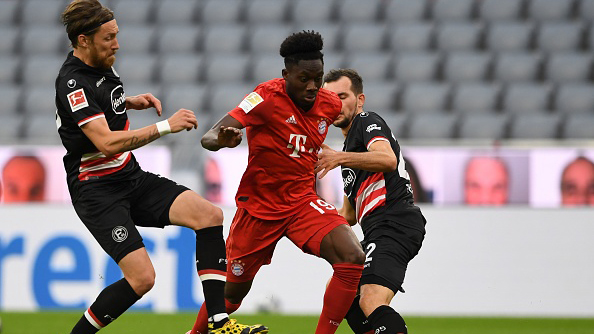 Bayern Munich's Canadian midfielder Alphonso Davies (C) and Fortuna Duesseldorf's Austrian midfielder Kevin Stoeger (R) vie for the ball during the German first division Bundesliga football match FC Bayern Munich v Fortuna Duesseldorf on May 30, 2020 in Munich, southern Germany. (Photo by Christof STACHE / various sources / AFP) / DFL REGULATIONS PROHIBIT ANY USE OF PHOTOGRAPHS AS IMAGE SEQUENCES AND/OR QUASI-VIDEO (Photo by CHRISTOF STACHE/AFP via Getty Images)