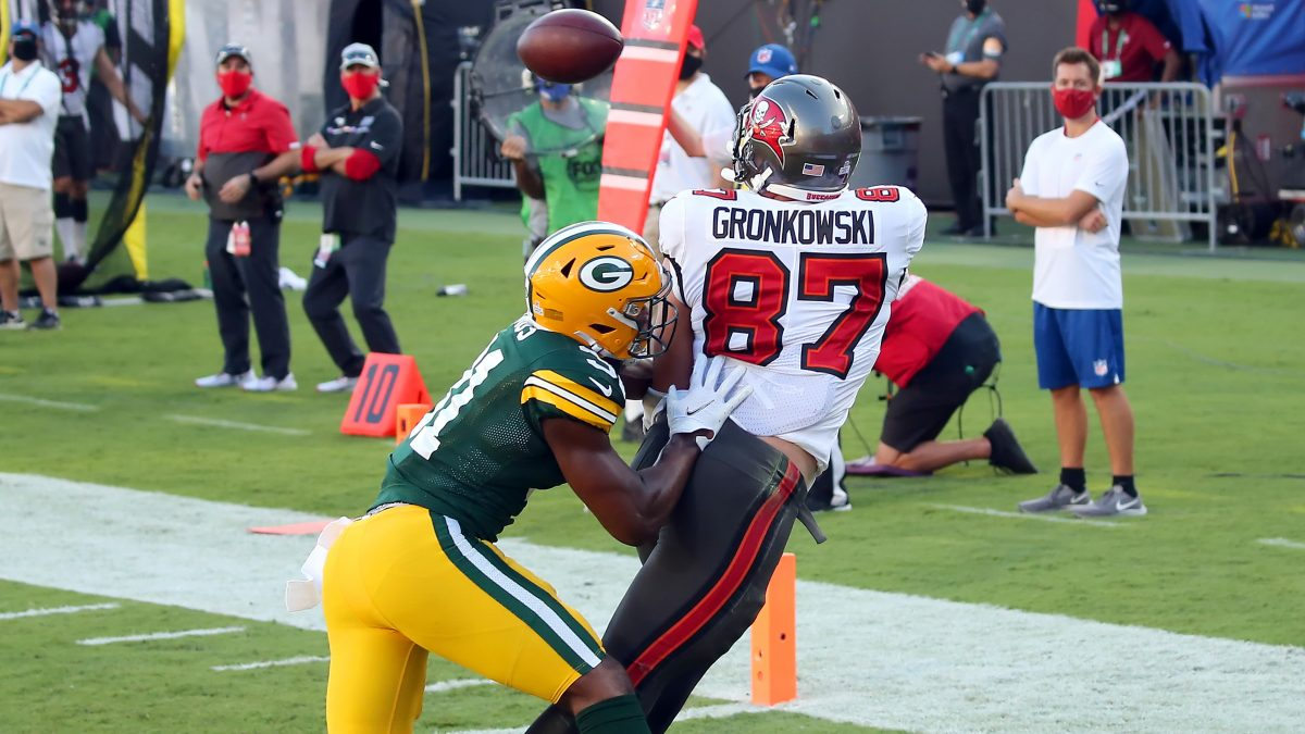 TAMPA, FL - OCTOBER 18: Rob Gronkowski (87) of the Buccaneers catches a pass for a touchdown as Adrian Amos (31) defends during the regular season game between the Green Bay Packers and the Tampa Bay Buccaneers on October 18, 2020 at Raymond James Stadium in Tampa, Florida. (Photo by Cliff Welch/Icon Sportswire via Getty Images)