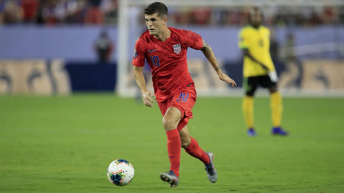 NASHVILLE, TENNESSEE - JULY 03:  Christian Pulisic #10 of United States controls the ball against Jamaica in the semifinal game of the 2019 CONCACAF Gold Cup at Nissan Stadium on July 03, 2019 in Nashville, Tennessee. (Photo by Andy Lyons/Getty Images)